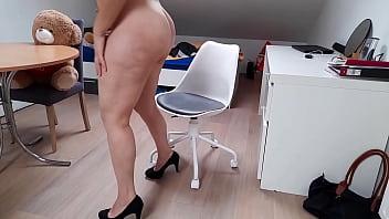Гейский секс на кроватке с минетами и ожесточенным сексом в упругую попку