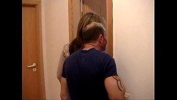 Продюсер вагинально поимел очкастую блонду на кастинге