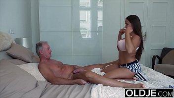 Ольга кабаева мастурбирует мокрощелку пальчиками