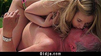 Блонда обожает утренний секс