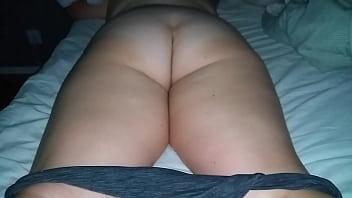Студенческая секс групповуха с порно девок на полу и лизанием гладко выбритых вульв