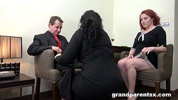 Брутальный анальный секс втроем