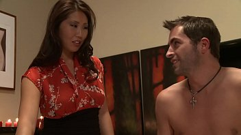 Покорный муж лижет мокрощелку и ноги жены на камеру