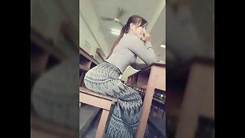 Красивенькая блондиночка в сетчатых чулочках мастурбирует анал руками во время кастинга
