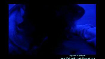 Лысый хахаль от трахал брюнеточку приличный елдой на надувном матрасе